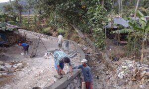 Pembangunan Talud yang ada di Dusun Karangsempu RT 11 -12